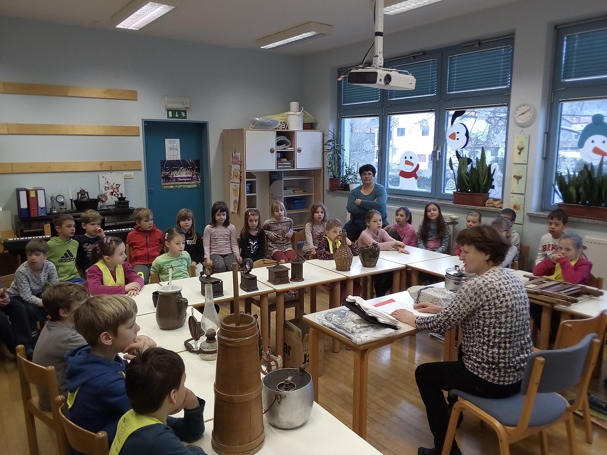 Zgodovinarka Lilijan Vidrih Lavrenčič na obisku v Podnanosu - 6.2.2018 - foto Vida Trošt Vidic (2)