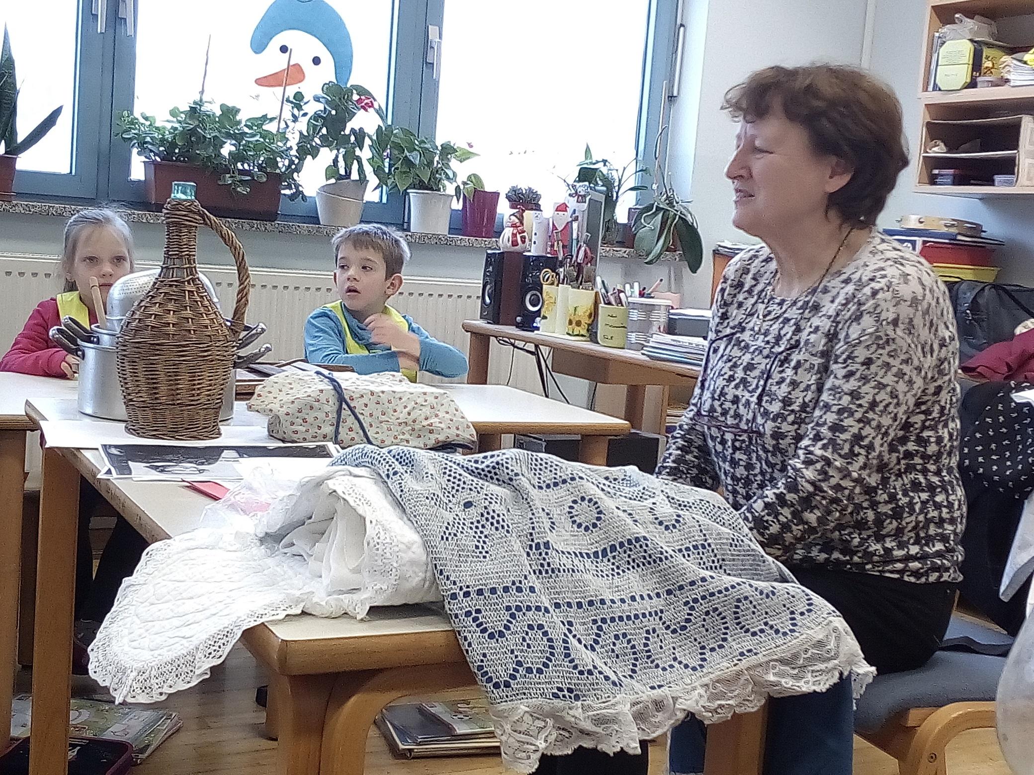 Zgodovinarka Lilijan Vidrih Lavrenčič na obisku v Podnanosu - 6.2.2018 - foto Vida Trošt Vidic (6)